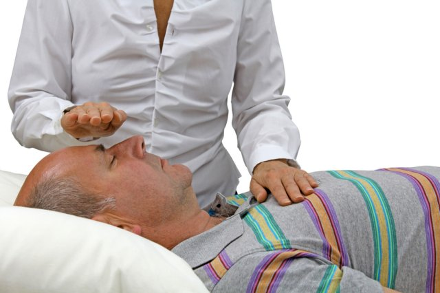 hands-on-reiki-treatment